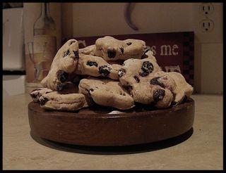 A simple recipe for homemade Blueberry Pie Dog Treats!
