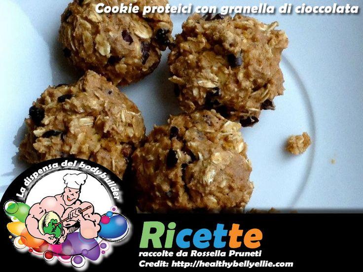 Cookies proteici con granella di cioccolata