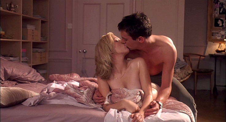 Match Point- Great movie but, where can we find the gorgeous and very sexy bedding?