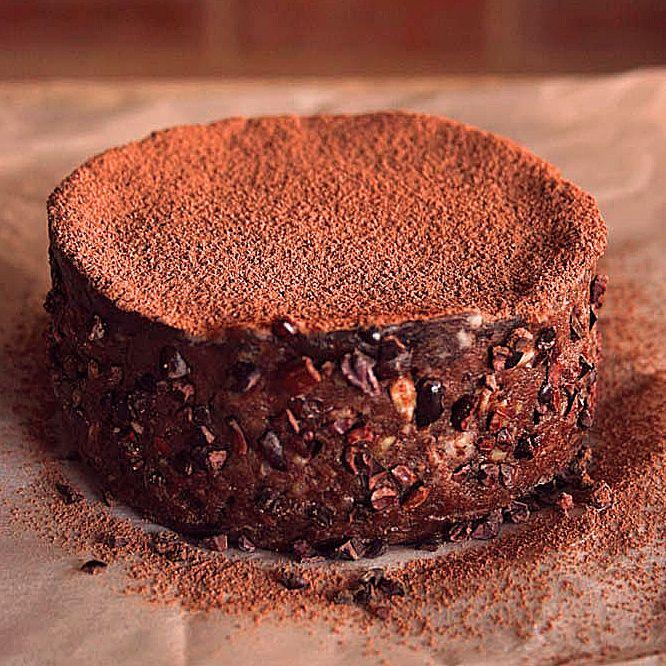 Oer-Chocolade taart met banaan, karamel laag en cacaobonen! JUM!