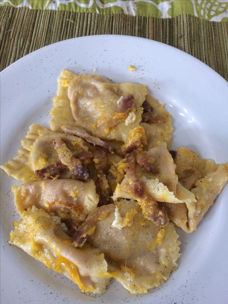 Pumpkin ravioli in carbonara sauce. Ravioli di zucca alla carbonara.
