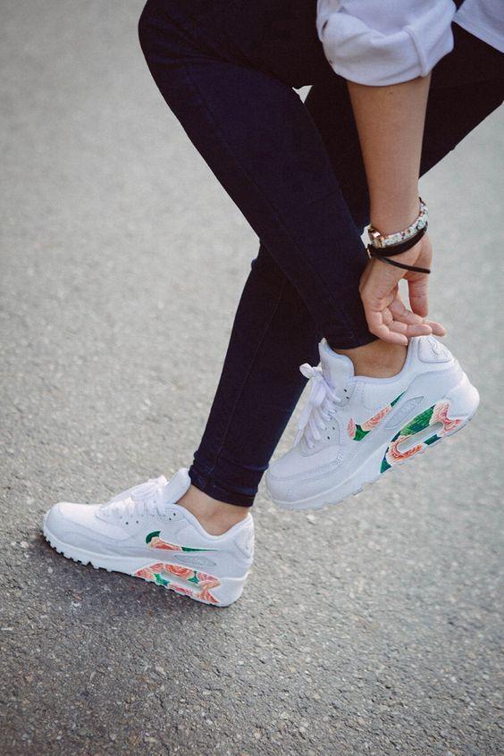 scarpe sportive bianche a fiori nike