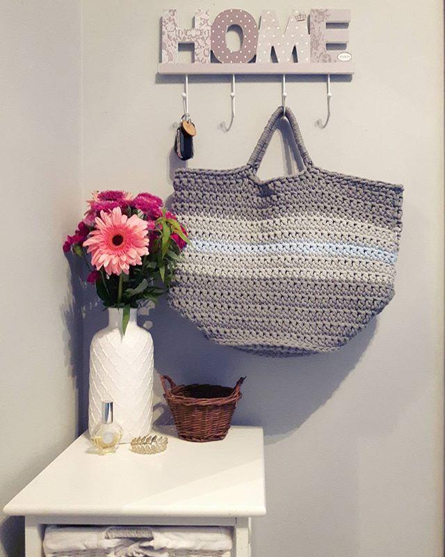 💙💙💙 Piękna torba na zakupy, plażę lub na codzień. Grunt, że pomieści wiele 😄  #sznurekbawełniany #druty #handmade #recznierobione #lovecrocheting #knitting #dzierganie #crochet #diy #knitinstagram #handcrafted #cushion #miladruciarnia #kolor #cottoncord #cotton #instacrochet #crocheting #fabrics #homemade #pattern #wzory #bag #flowers #home #homedecor #knittinglove #wełna #nadrutach #i_love_rekodzielo #handmade