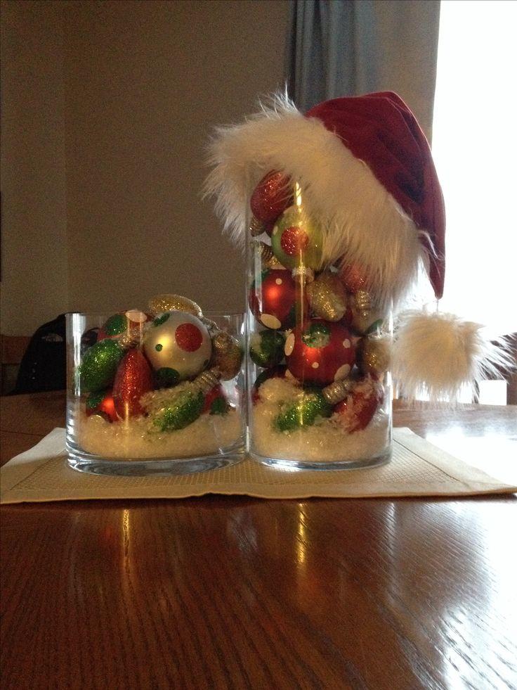 Centro de mesa decorado con sal de magnesio y bolas de navidad. #DecoracionesNavidad