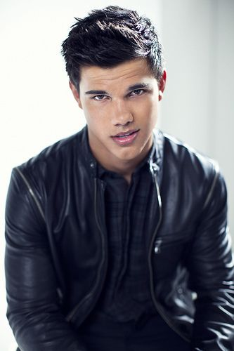 Taylor Lautner he is so damn hott
