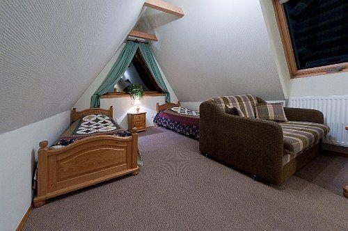 Pokój nr 6 - na II piętrze, poddasze, 2 osobowy, z bardzo ładnym widokiem na Góry i Giewont  http://www.podreglami.pl/zakwaterowanie/pokoje-2-osobowe.html