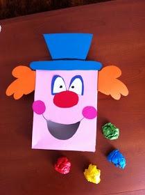 'Voed de Clown'-spel: ballen of proppen proberen in de mond van de clown te werpen