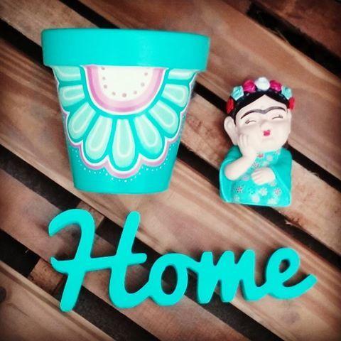 Hoy elegimos este bello color verde para  levantar este dia gris!!!☝☝☝ Nada como estar en casa  #homesweethome  #macetaspintadas #buda #fridakahlo #corporeo #miercoles #diseño #color #objetosdediseño #objetosdecorativos #deco #home #garden #verdequetequieroverde