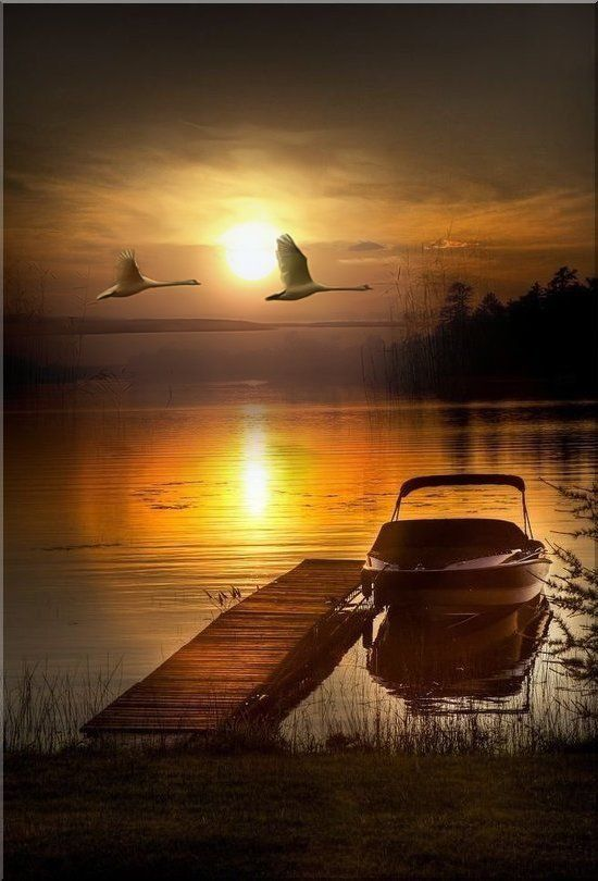 ein Sonnenuntergang über dem See