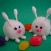 Easter bunnies made of cotton balls and Q-tips - great craft for kids!