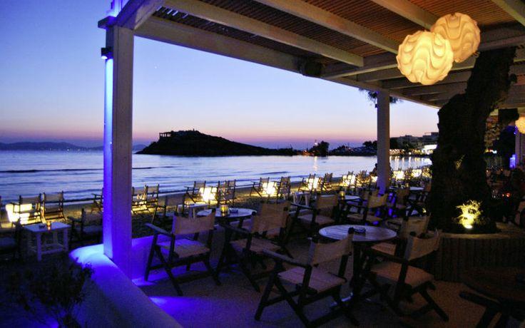 Naxos er smuk og dejlig om dagen, men om aftenen forvandler den smukke solnedgang Naxos til et magisk sted. Læs mere om Naxos her: www.apollorejser.dk/rejser/europa/graekenland/naxos
