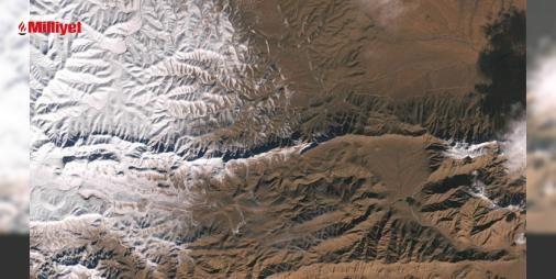 Tarihi kar uzaydan fotoğraflandı! : Amatör bir fotoğrafçının çektiği karelerle dünyada haber olan Sahra Çölüne kar yağışını NASA da uzaydan görüntüledi. Amerikan Uzay ve Havacılık Dairesine ait uydudan çekilen fotoğraflarda tarihi kar yağışı eşsiz bir tablo gibi görünüyor. İki ayrı fotoğraftan birinde kar altındaki noktalar ...  http://www.haberdex.com/dunya/Tarihi-kar-uzaydan-fotograflandi-/138945?kaynak=feed #Dünya   #uzay #eşsiz #tablo #yağışı #fotoğraflarda