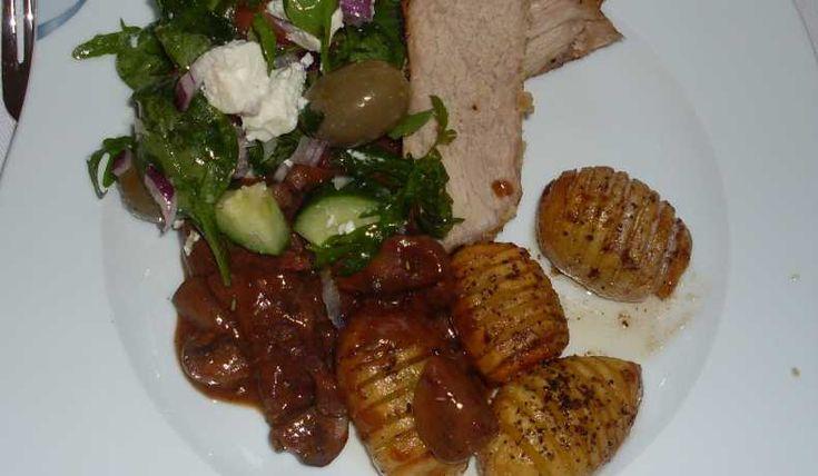 Ett gott och lyxigt recept på marinerad lammstek. Serveras med fördel tillsammans med ugnsstekta rotsaker.