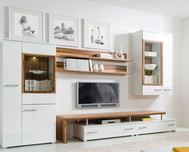 Ak chcete moderne vyzerajúcu obývaciu izbu, zostava Dolomit je tá pravá. Neutrálne biele farebné prevedenie v lesku je doplnené o farbu dreva orech baltimor