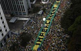 Dilma Rousseff, contra las cuerdas tras masivas protestas pidiendo su renuncia