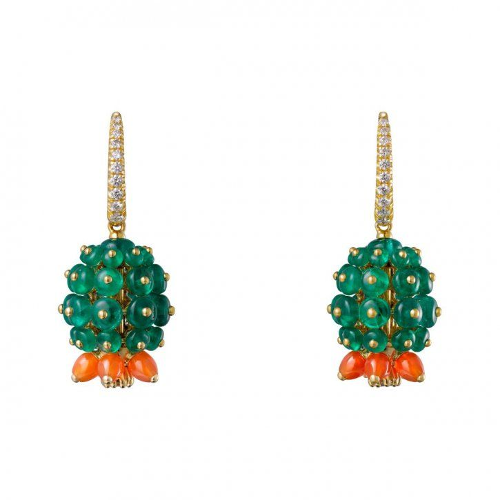 Earrings, 18-carat yellow gold, emeralds, carnelians, each set with 11 brilliant-cut diamonds by Cartier.