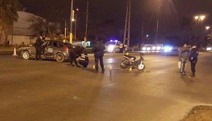 Una moto, cuyo conductor estaba alcoholizado, cruzó el semáforo en rojo y chocó contra un remís: El accidente ocurrió esta mañana al…