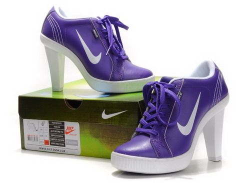 What does high heels mean to woman? The answer is sexy ,elegant and beauty. Especially designed for the female Nike fans ,the Nike company has released Nike High Heels.Now I want to introduce an amazing high heels: Nike Heels Low Blue White, it is so clear in appearance and simple in design.