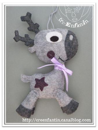 Un petit renne décoratif à suspendre dans le sapin !  Tissu : feutrine                                                                                                                                                                                 Plus