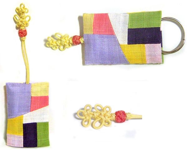 I sewed pieces of ramie cloths together and made a key case.  http://rimkimstudio.blogspot.kr/2013/11/key-case-handmade-korea-traditional.html