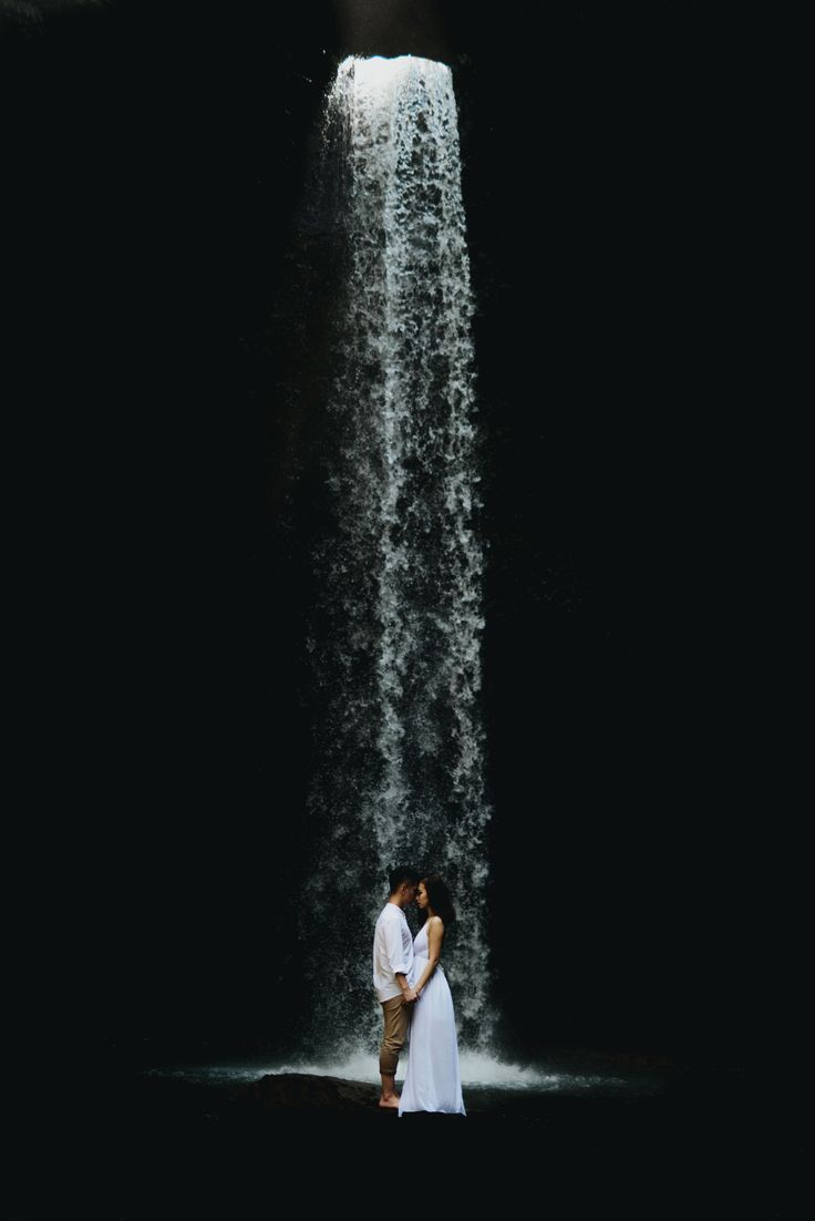 #waterfall #engagement #couplesession #Bali #Terralogical #weddinginspiration #intimate