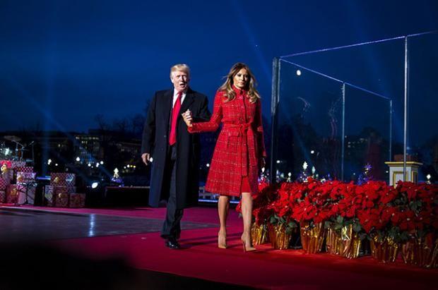 Дональд Трамп с супругой и дочерью зажгли огни на праздничной елке в Белом Доме https://joinfo.ua/showbiz/1221274_Donald-Tramp-suprugoy-docheryu-zazhgli-ogni.html