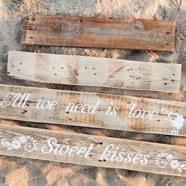 Wooden boards with inscription. / Деревянные доски с надписями.