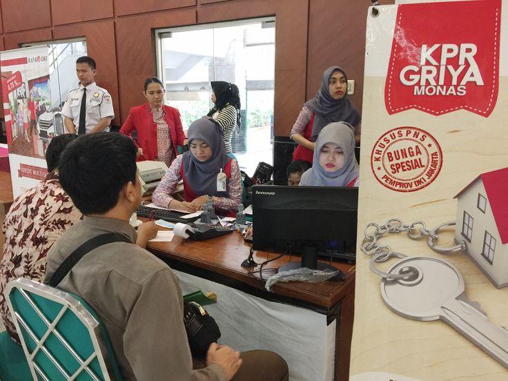 WP PT. Indoguna Utama sedang melakukan pembayaran PBB-P2 dalam acara Pekan Panutan PBB-P2 Tahun 2016
