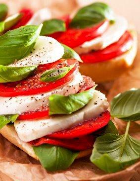 baguete-integral-de-tomate-mussarela de búfala e manjericão!