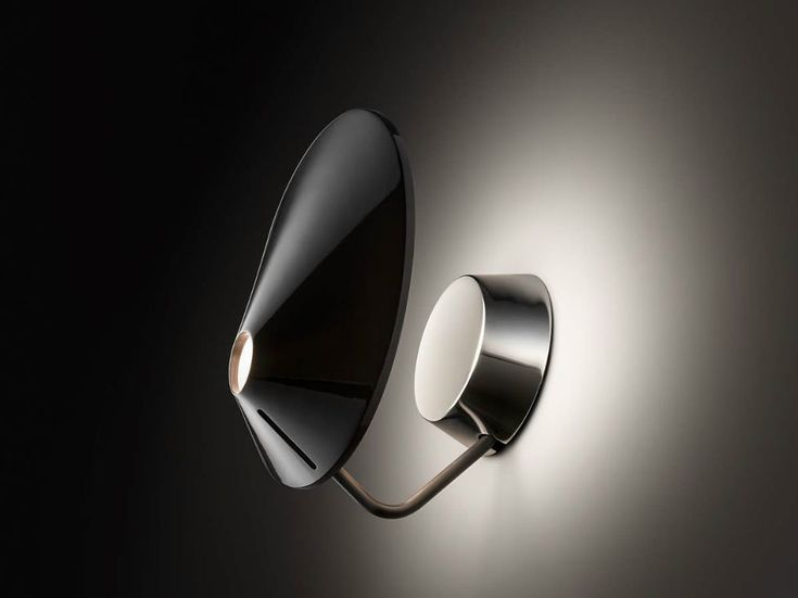 Nón Lá is the name used to describe the Vietnamese traditional hat and it is also the name selected by BOVER for the lamp collection, designed by Jorge Pensi.