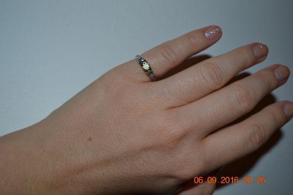 """Lola1985: - Мне очень захотелось колечко на мизинец. Не знала будет ли мне удобно с ним, никогда не носила кольца на мизинце. Выбор пал на """"Симметрию"""" с цитрином в окси. Что я могу сказать?! Я его не снимаю )))) Оно настолько удобное и красивое. Мы с ним подружились)))"""