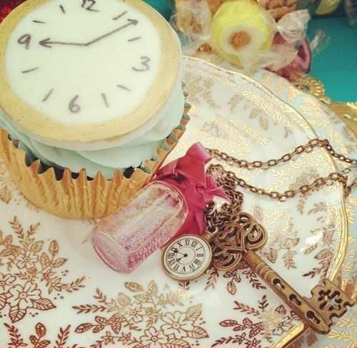 little clocks on cupcakes and love everything else in this pic