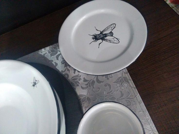 Hay una mosca en mi plato!!!  Encuentra esta vajilla de peltre en www.kitchenmarket.mx  Facebook/kitchenmarket.mx