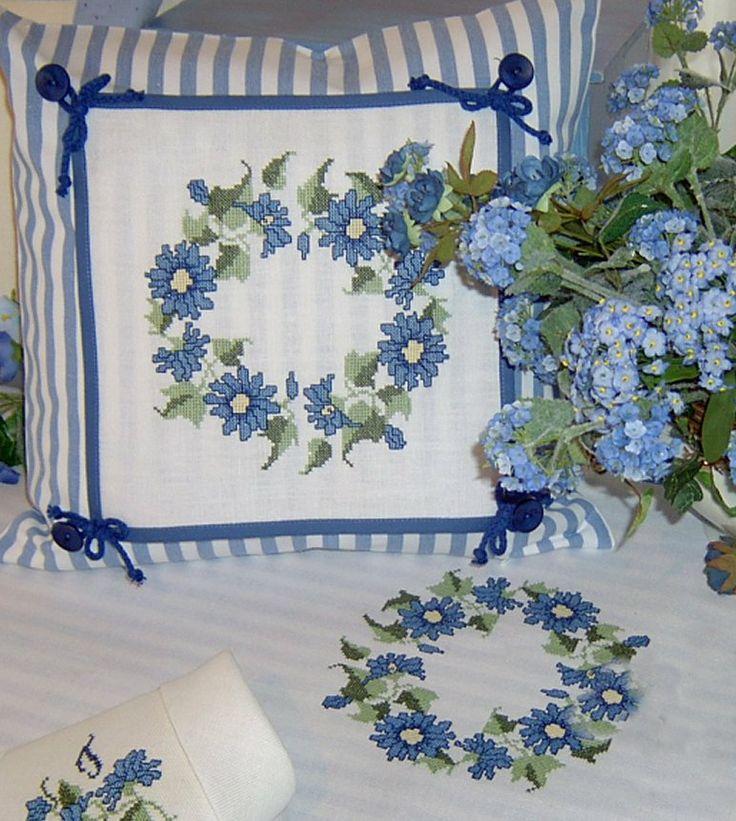Gestickter Blütenkranz Design : Gerlinde Gebert