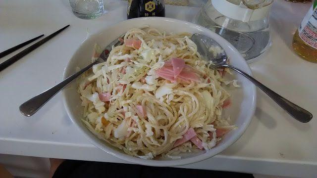 不味そう飯: さらにスパゲティサラダ。今回はハムとキャベツとゆで卵を入れてみた。味付けは酢と塩とマヨネーズ。なかな...
