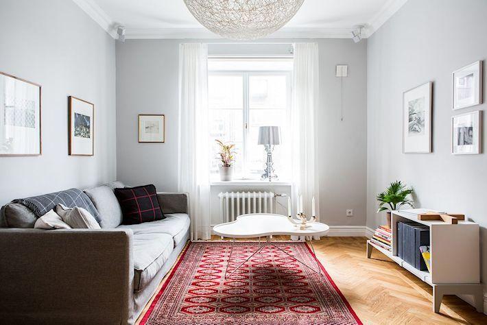 Apartamentos nórdicos: paredes grises y mucho espacio de guardado