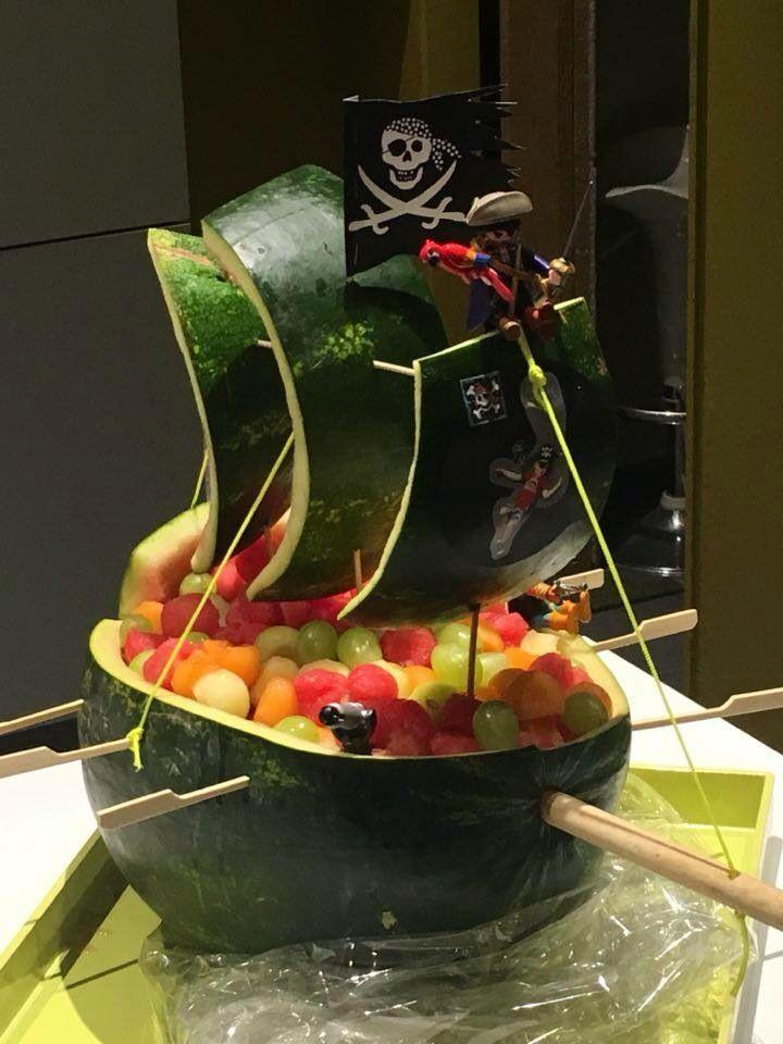 Traktatie klas piratenboot van watermeloen