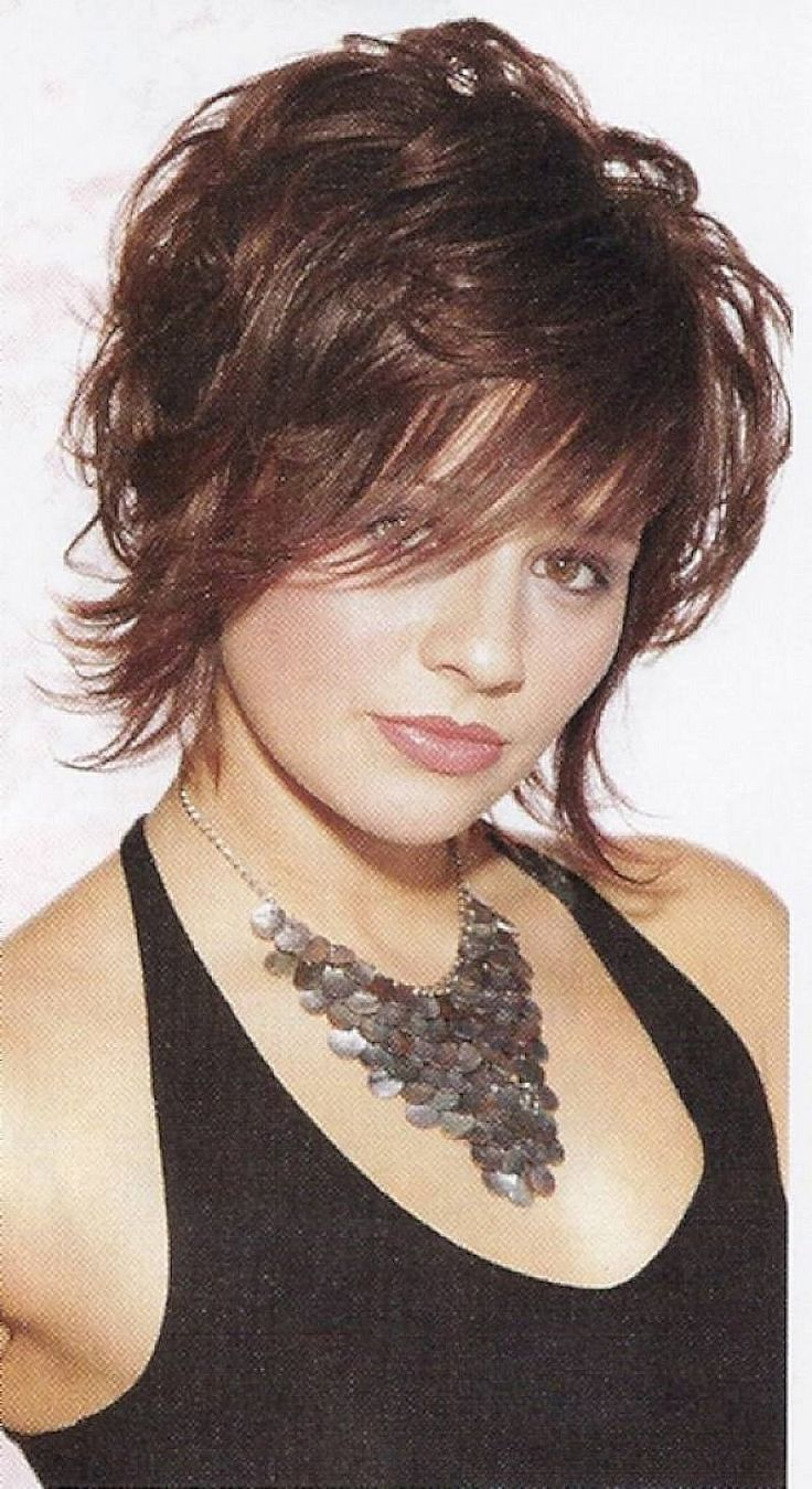 Short sassy haircuts for wavy hair with messy style