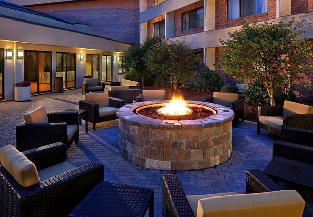 Courtyard Hartford Cromwell Outdoor fire Pit | CT 06416