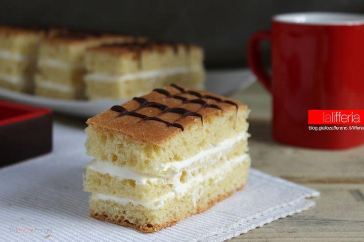Le Kinder Brioss fatte in casa sono deliziose merendine, fatte con ingredienti semplici, perfette per la colazione ma anche per una merenda genuina.