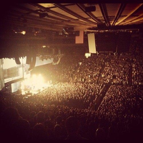 Madison Square Garden. NY. 12.03.12  Arctic Monkeys + The Black Keys.