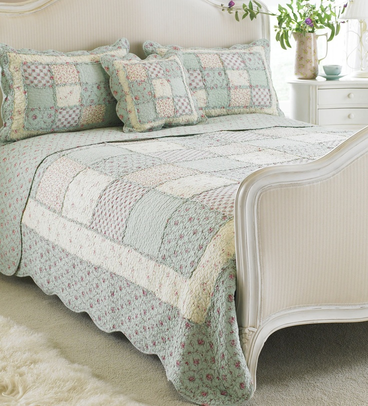 1000 images about shabby cottage style quilts on. Black Bedroom Furniture Sets. Home Design Ideas