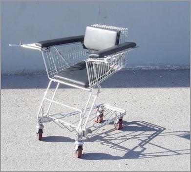 Transformado um carrinho de compras em uma cadeira de rodas