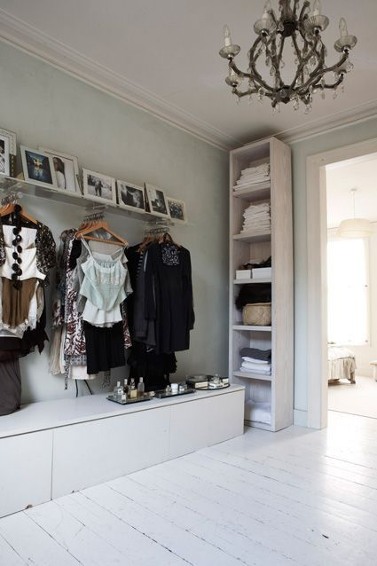 Love this exposed closet idea. Makes you feel like you are shopping in a gorg boutique. Your clothes magically feel new and exciting again.