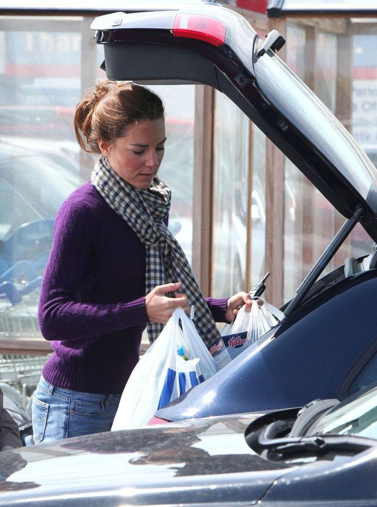 Kate Middleton Photos: Kate Middleton at Tesco Supermarket