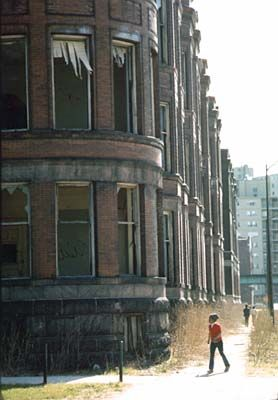 Empty housing in the ghetto on Chicago's South Side. May 1973 (NWDNS-412-DA-13712)