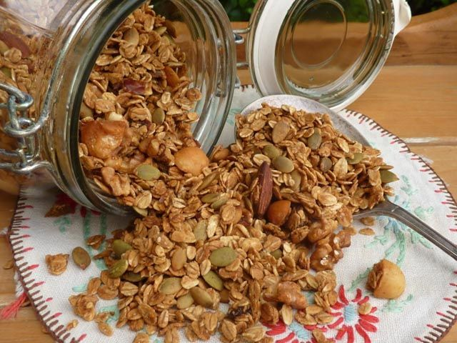 Make it for Christmas: Crunchy Granola * Get the recipe at TIFFIN -  bite sized food adventures -