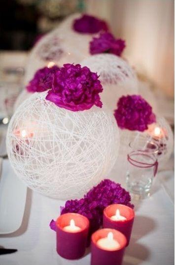 Como centro de mesa, acompañada de velas y flores. Decoración de Boda Vintaje con Jaulas para Pájaros. Imagen: Style Me Pretty