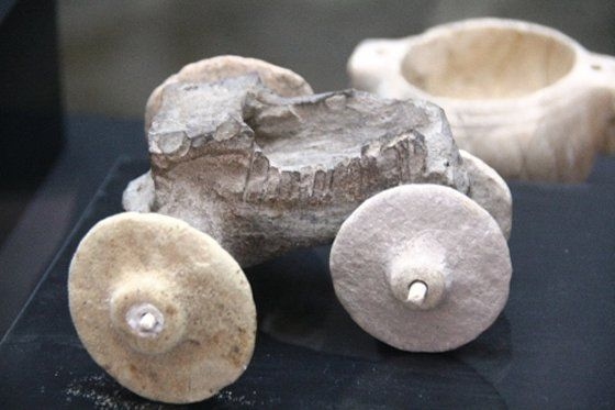 A stone car with two axles and 4 wheels dating from about 7500 years ago was excavated in the Kiziltepe district of the southeastern province of Mardin, now on display at the Mardin Museum, Turkey.