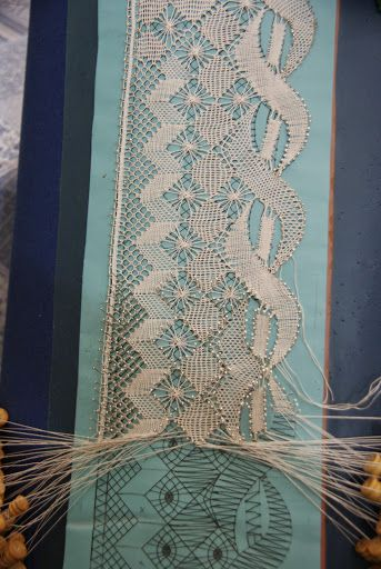 unusual torchon with double stitch diamond